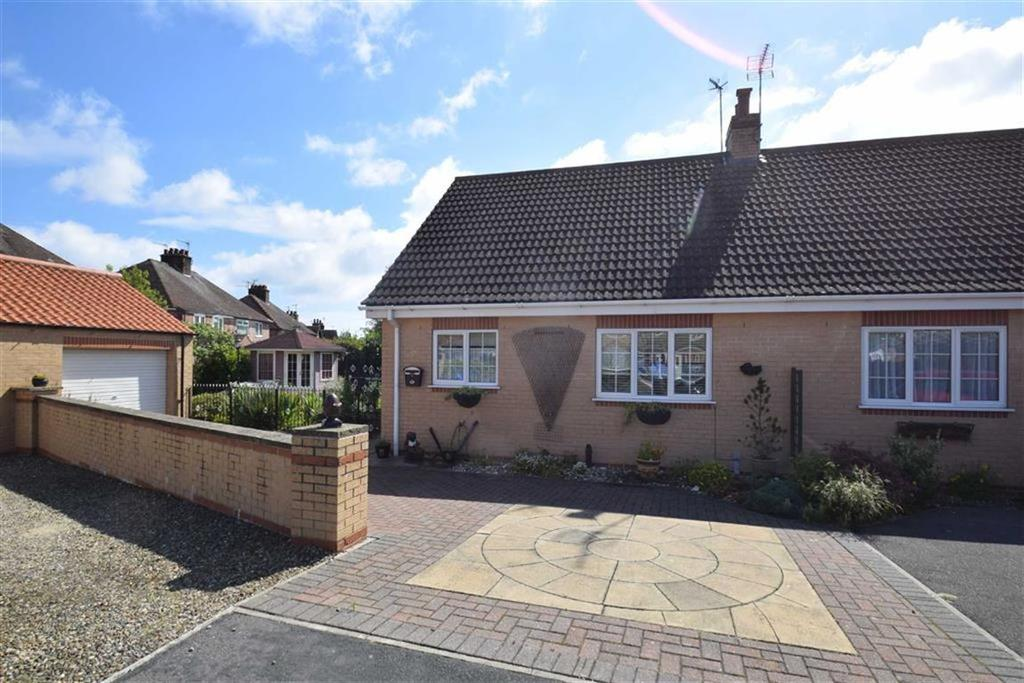 2 Bedrooms Semi Detached Bungalow for sale in Ashley Court, Filey, North Yorkshire, YO14