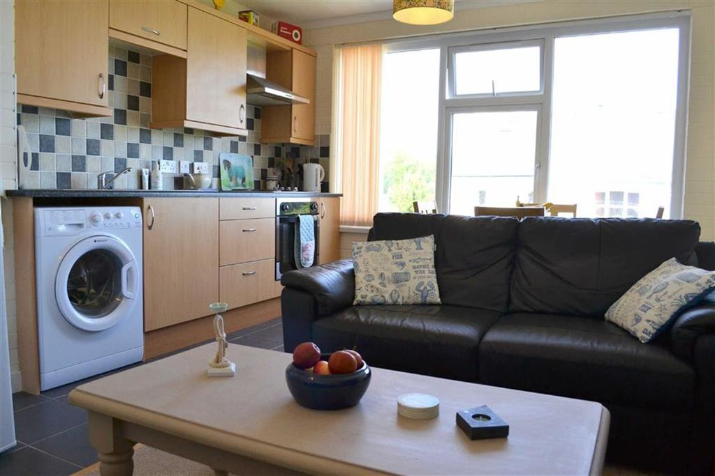 2 Bedrooms Flat for sale in Traeth Gwyn, Newquay, CEREDIGION