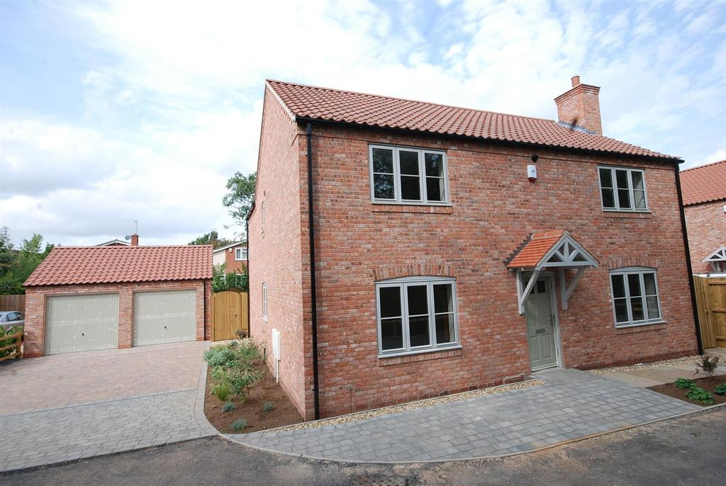 4 Bedrooms Detached House for sale in Kingfisher Close, Long Bennington