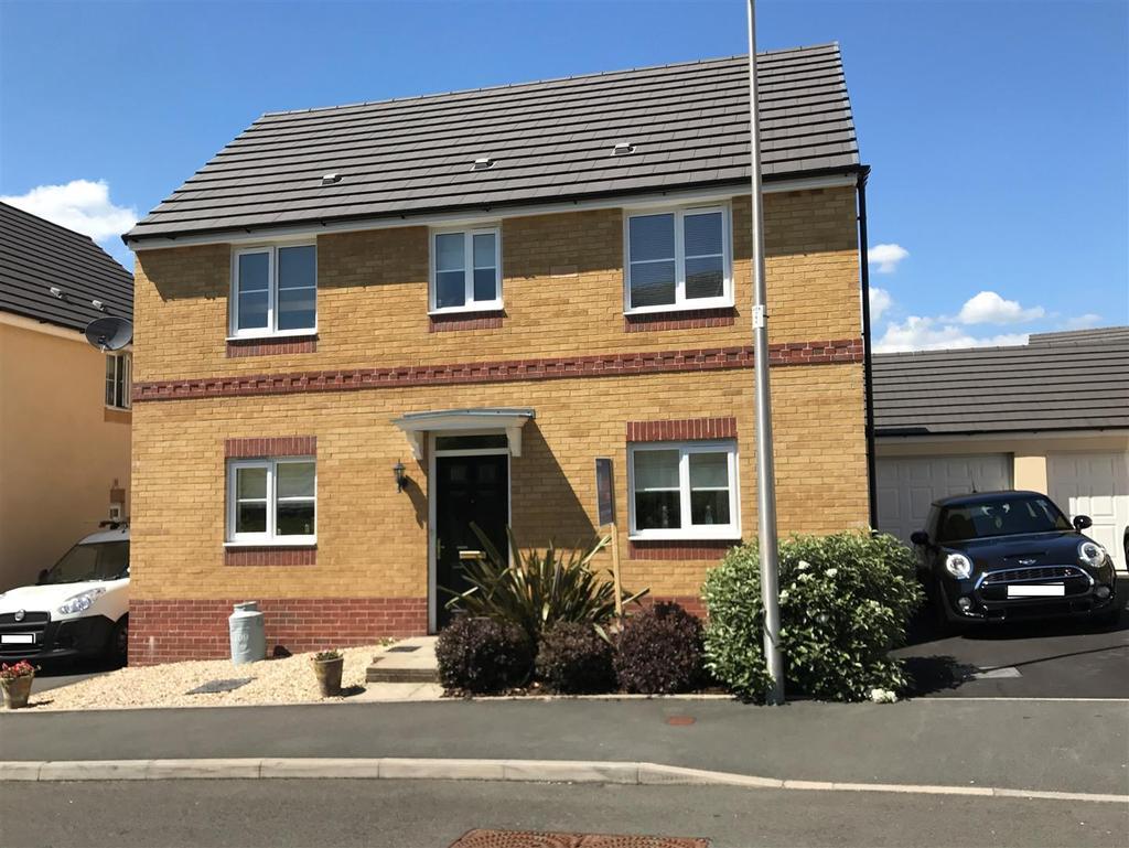 3 Bedrooms Detached House for sale in Ffordd Y Glowyr, Betws, Ammanford