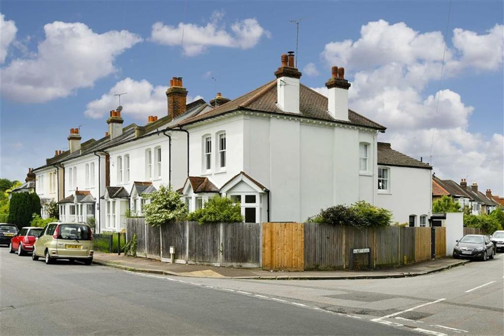 3 Bedrooms Semi Detached House for sale in College Road, Epsom, Surrey