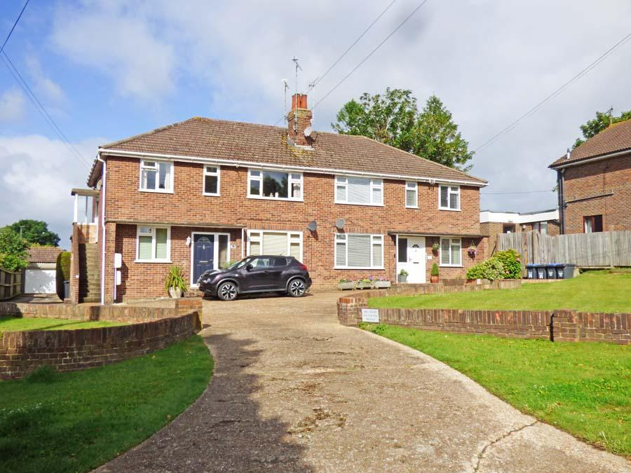 2 Bedrooms Flat for sale in Mill Road, Burgess Hill, RH15