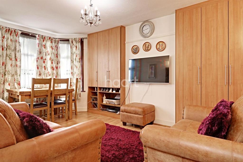 2 Bedrooms Maisonette Flat for sale in Park Road, Wembley Central