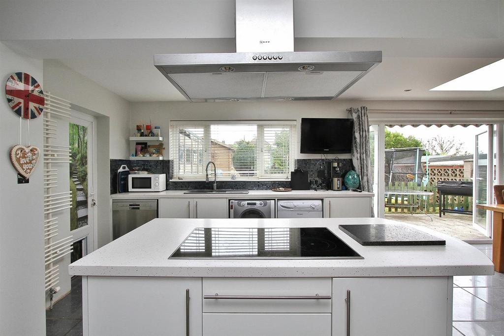3 Bedrooms Detached House for sale in The Brow