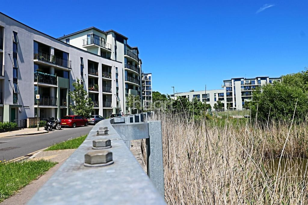 2 Bedrooms Flat for sale in Lark Court, 104 Lanacre Ave, NW9
