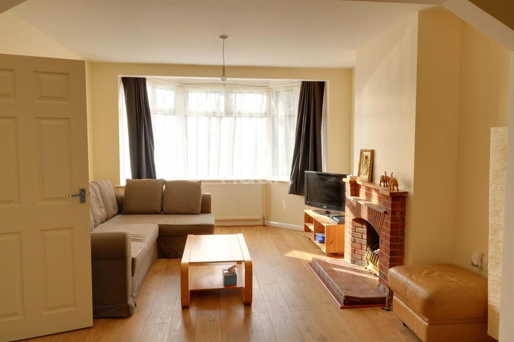5 Bedrooms Semi Detached House for sale in Northolt