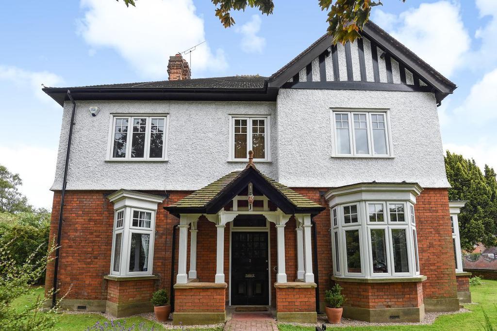 5 Bedrooms Detached House for sale in Park Hill, Bickley, BR1