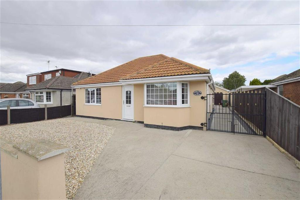 3 Bedrooms Detached Bungalow for sale in Queen Elizabeth Road, Humberston, North East Lincolnshire
