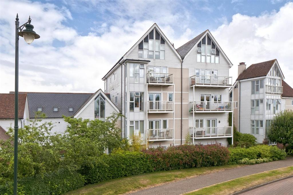 2 Bedrooms Apartment Flat for sale in Edgar Close, Kings Hill, ME19 4JE