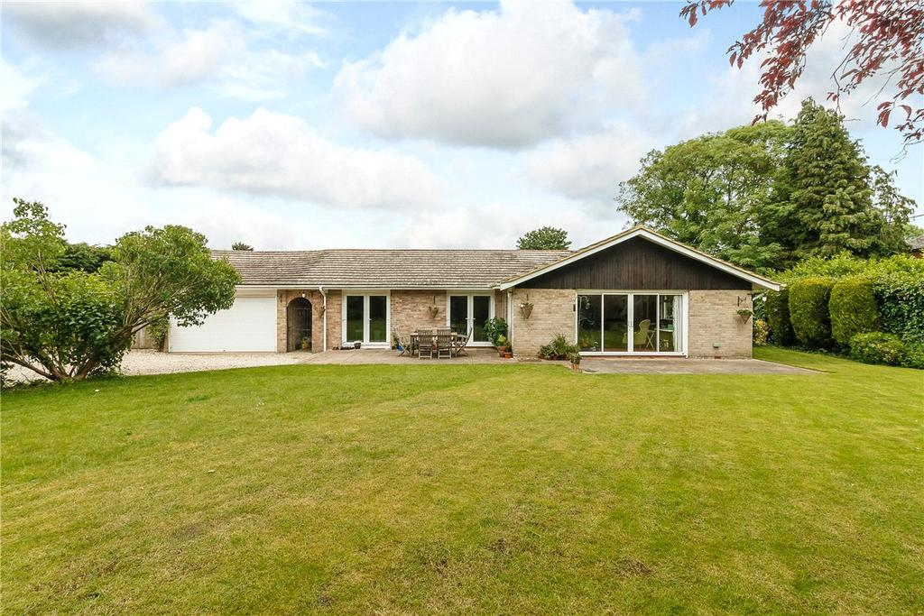 5 Bedrooms Detached Bungalow for sale in Church Lane, Brimpton, Reading, RG7
