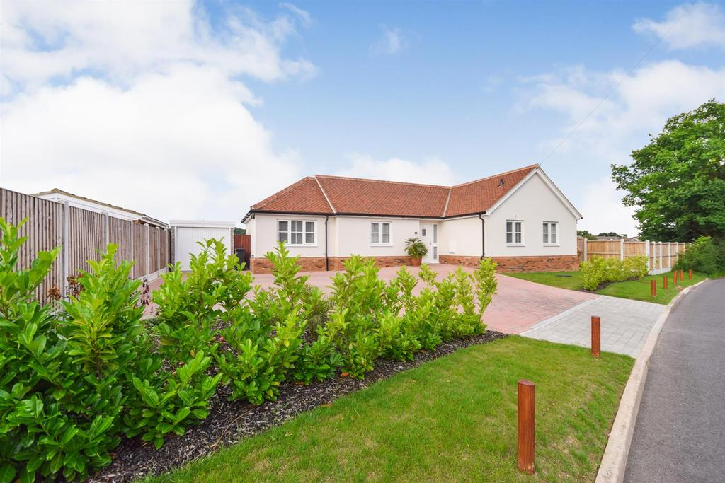3 Bedrooms Bungalow for sale in Catchpole Lane, Great Totham