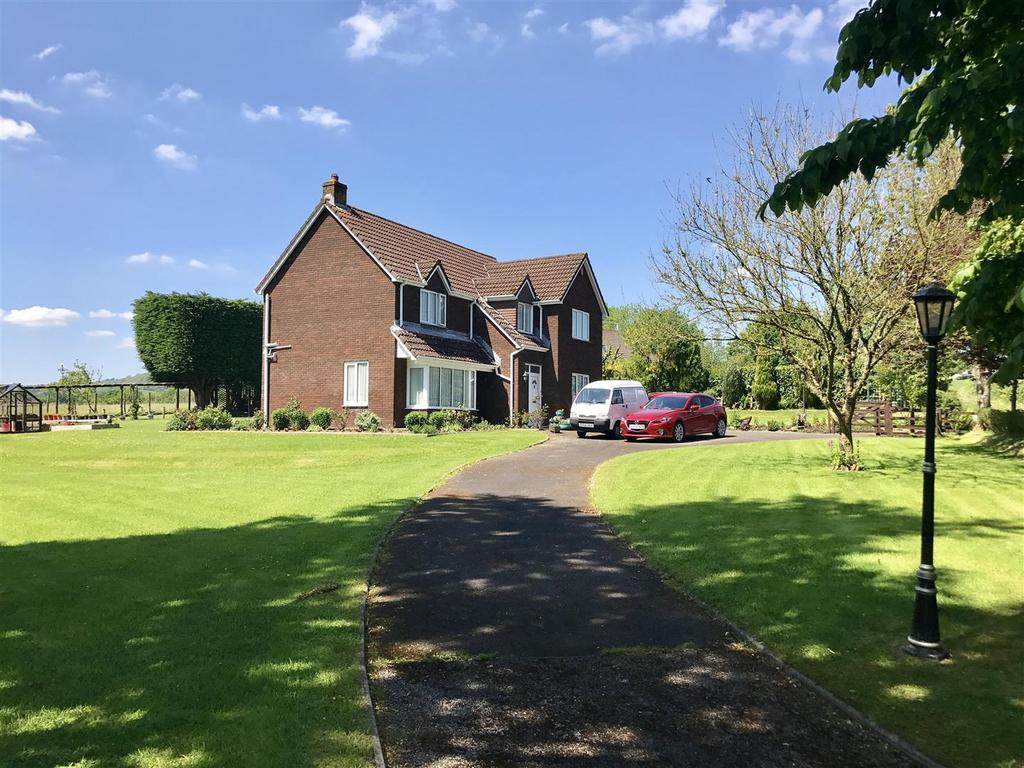 4 Bedrooms Detached House for sale in Llansadwrn, Llanwrda