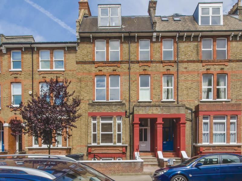 1 Bedroom Flat for sale in Womersley Road, London, Greater London