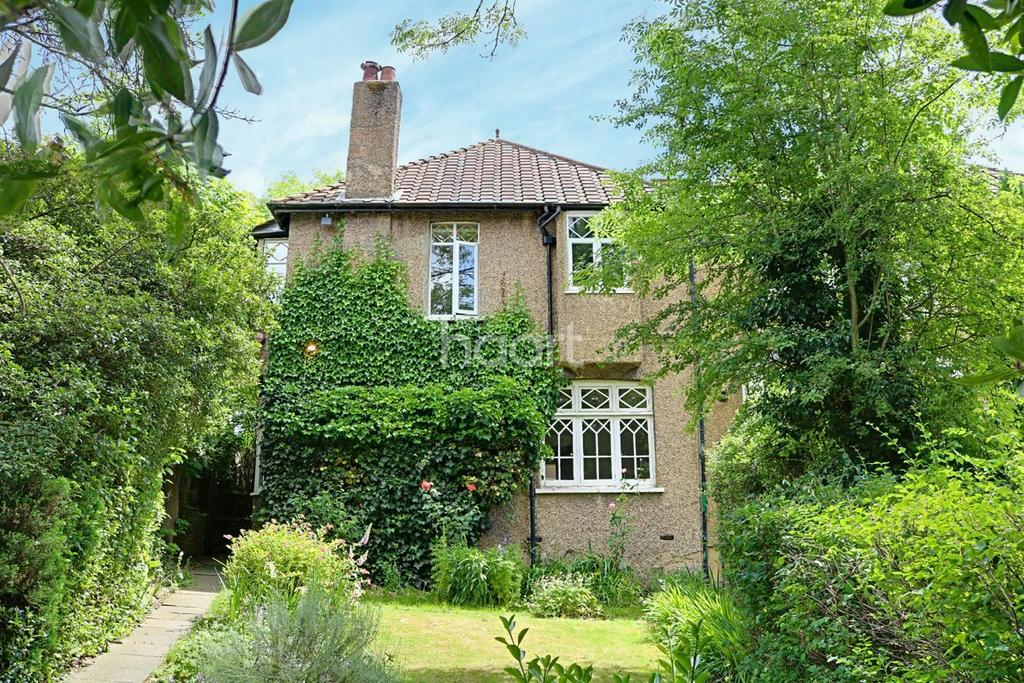 4 Bedrooms Semi Detached House for sale in Elegance in Elstree