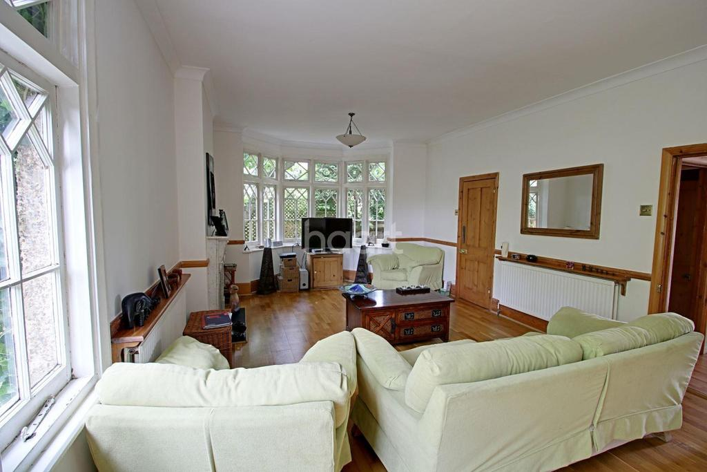 4 Bedrooms Semi Detached House for sale in Elegance in Elstree