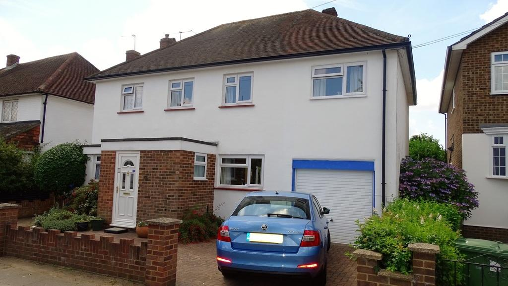 5 Bedrooms Detached House for sale in Parkland Grove, Ashford, TW15