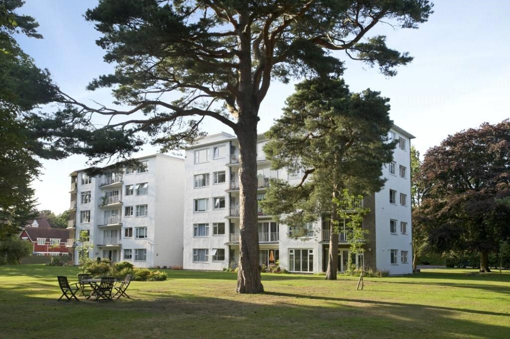 2 Bedrooms Flat for sale in Ashton Court, 46 Western Road, Poole, Dorset, BH13