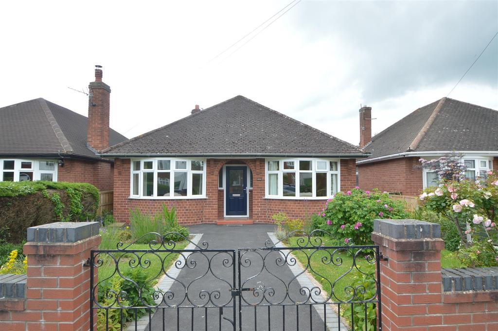 3 Bedrooms Detached Bungalow for sale in 5 Swiss Farm Road, Copthorne, Shrewsbury, SY3 8XB