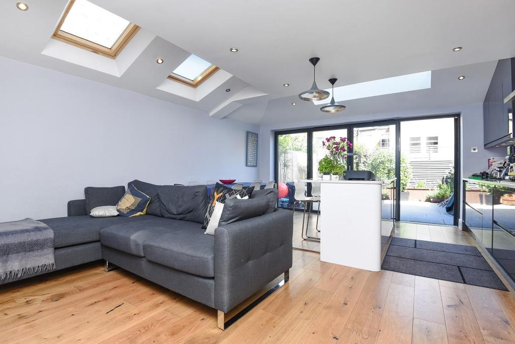 3 Bedrooms Flat for sale in Gosberton Road, Balham, SW12