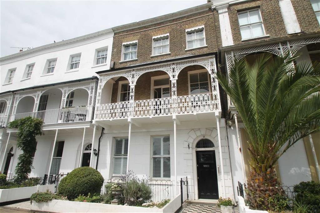 1 Bedroom Apartment Flat for sale in Royal Terrace, Southend On Sea, Essex