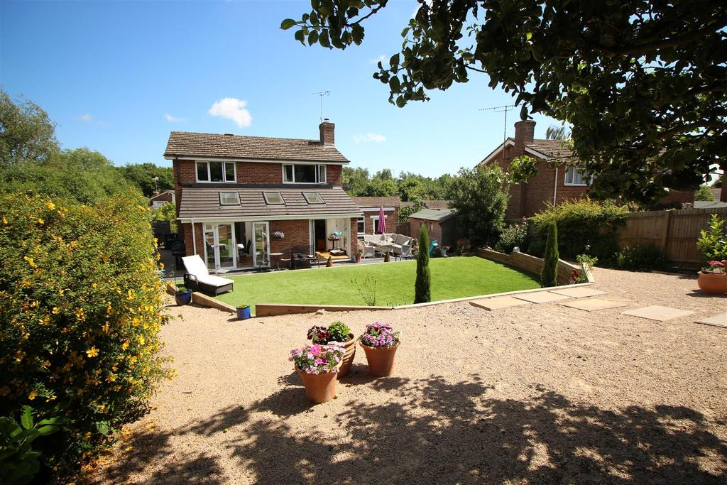 3 Bedrooms Detached House for sale in Greenhill Way, Haywards Heath