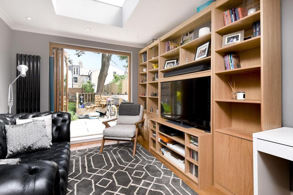 2 Bedrooms Flat for sale in Whitbread Road, Brockley, SE4