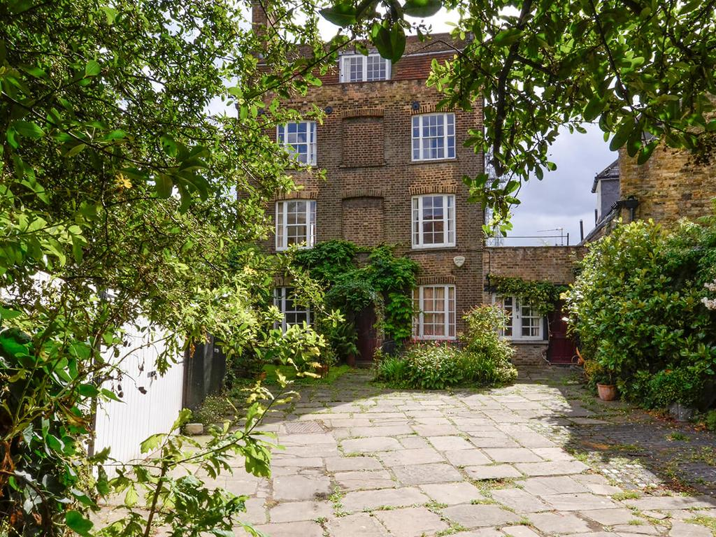 3 Bedrooms Detached House for sale in Bullens Yard, Off Highgate High Street N6