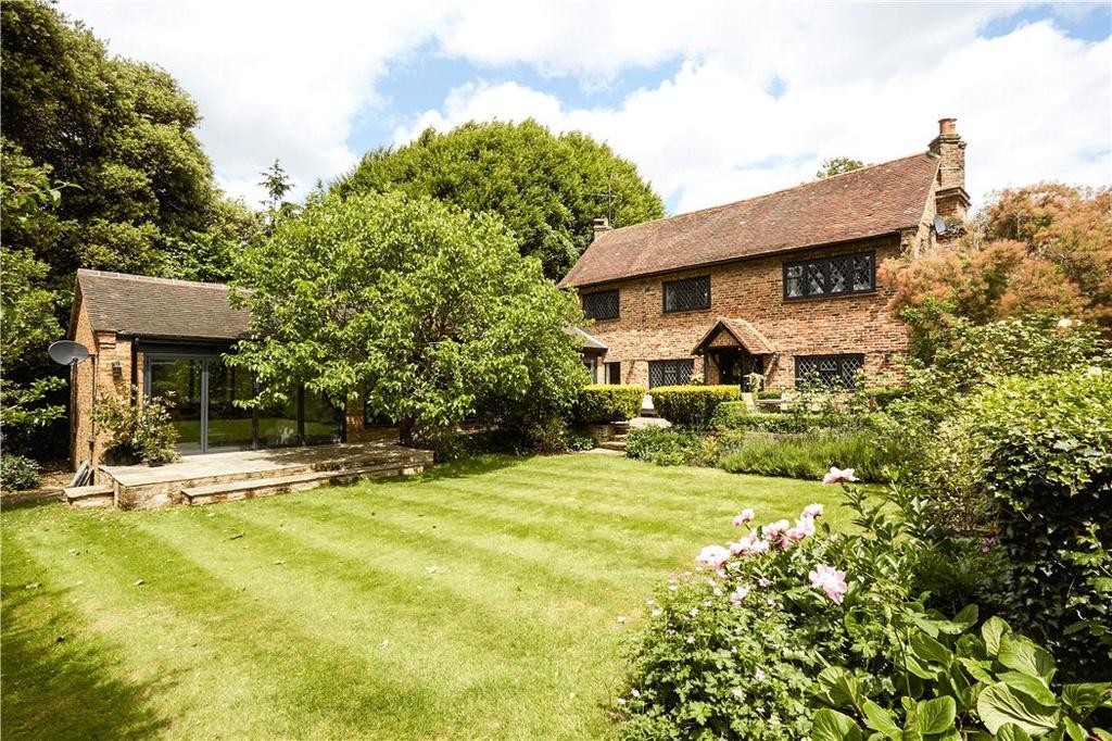 5 Bedrooms Detached House for sale in Guildford Road, Effingham, Leatherhead, Surrey, KT24
