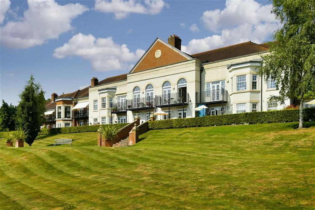 2 Bedrooms Flat for sale in Chatsworth Park, Banstead, Surrey
