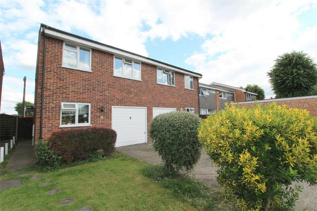 3 Bedrooms Semi Detached House for sale in Clockhouse Lane, Ashford, Middlesex