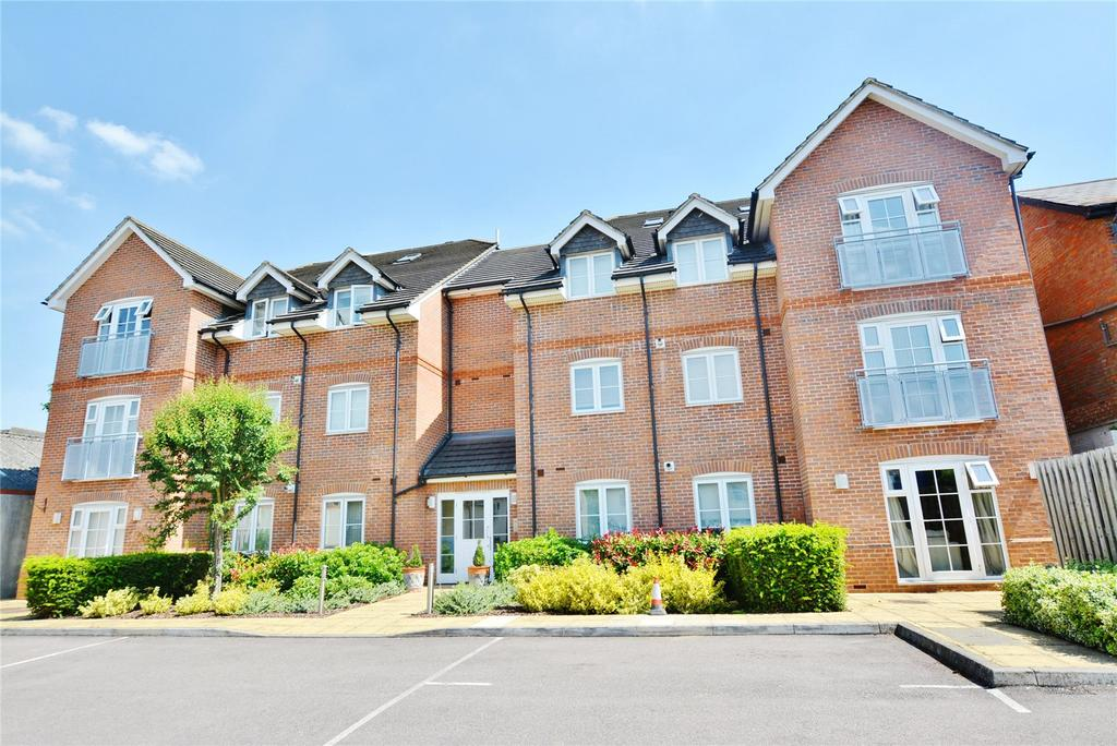 2 Bedrooms Apartment Flat for sale in Cosmia Court, Vale Road, Bushey, Hertfordshire, WD23