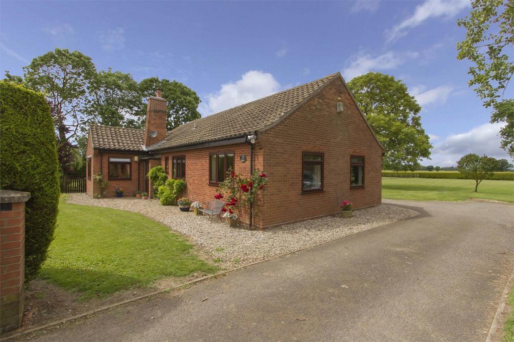 3 Bedrooms Detached Bungalow for sale in Traice Road, Fundenhall, Norfolk