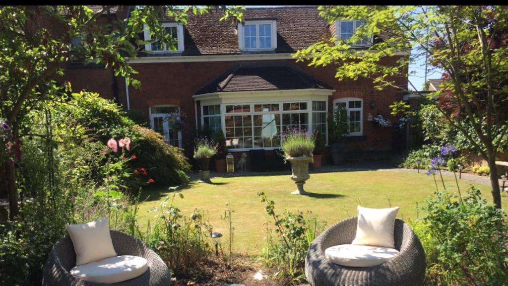 3 Bedrooms End Of Terrace House for sale in Sutherland Grange, Maidenhead Road, Windsor, Berkshire, SL4