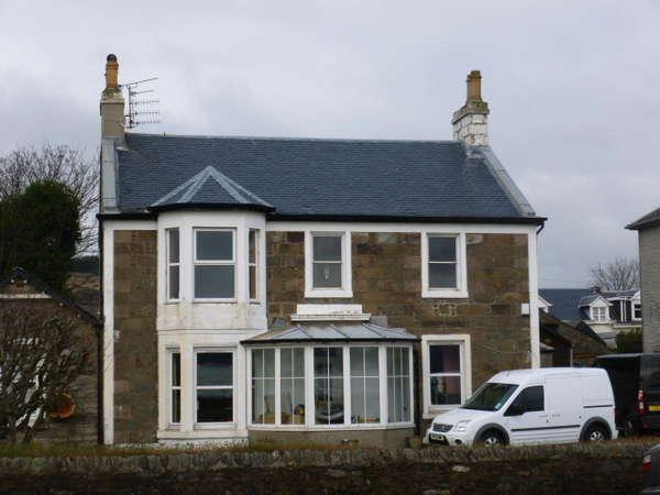 2 Bedrooms Flat for sale in The Beeches, Upper Flat, 43 Alexandra Parade, Dunoon, PA23 8AF