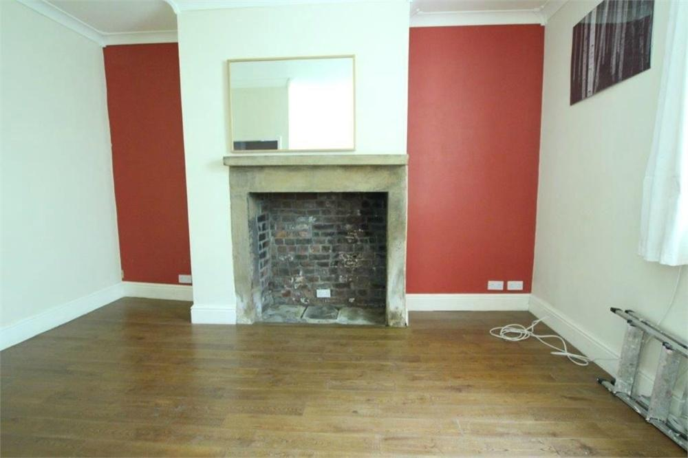 2 Bedrooms Terraced House for sale in Brookroyd Lane, Birstall, BATLEY, West Yorkshire