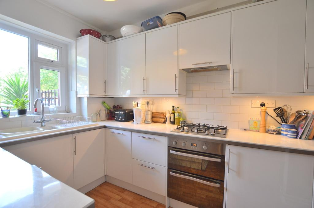 2 Bedrooms Flat for sale in Perry Vale London SE23