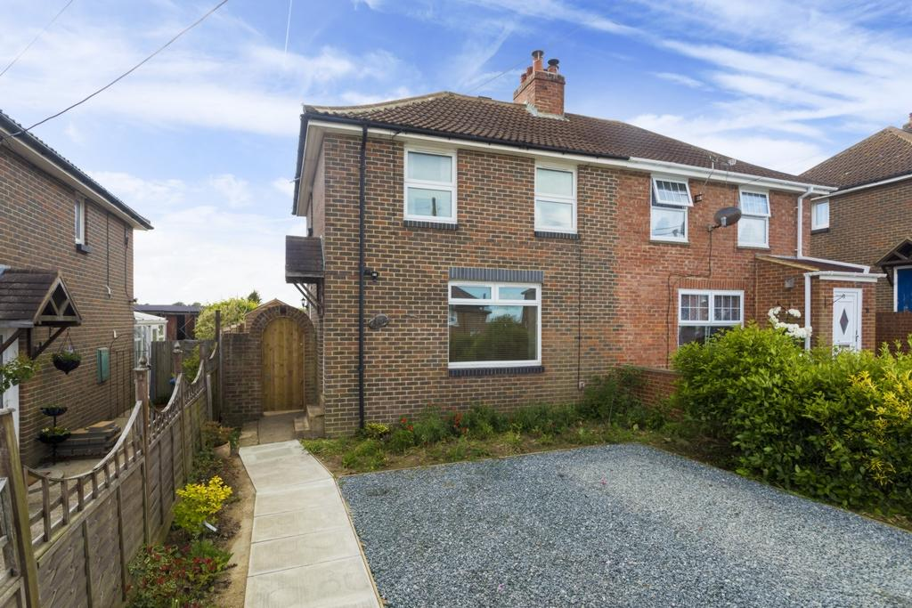 2 Bedrooms Semi Detached House for sale in Adelaide Road, Elvington, CT15