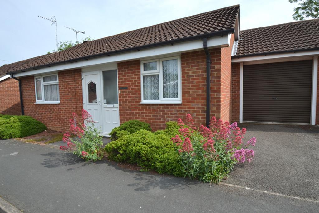 2 Bedrooms Bungalow for sale in Courthouse Close, Winslow, Buckingham