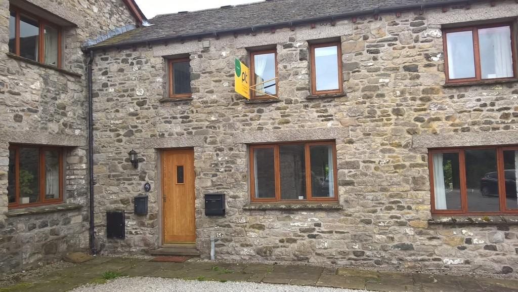 2 Bedrooms Barn Conversion Character Property for sale in 2 Stainton Court