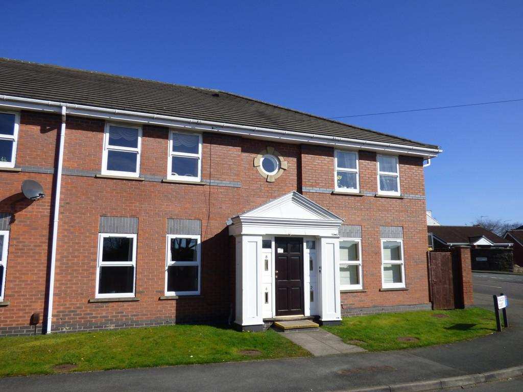 2 Bedrooms Ground Flat for sale in Peacock Court, Yeadon