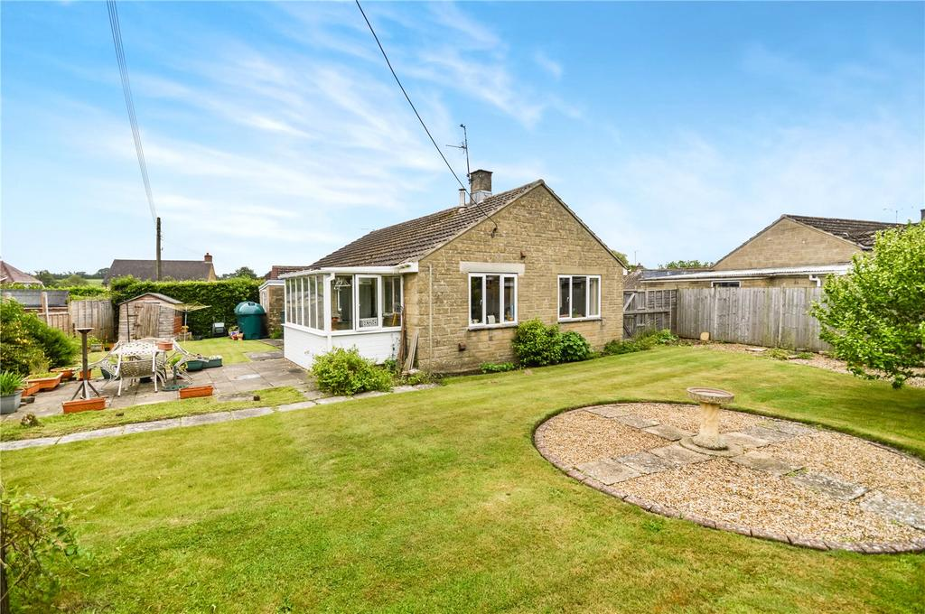 2 Bedrooms Bungalow for sale in Hampton Close, Stoford, Yeovil, Somerset, BA22
