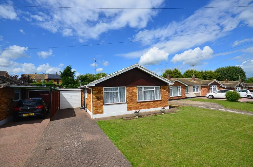 3 Bedrooms Detached Bungalow for sale in Cromwell Way, Witham
