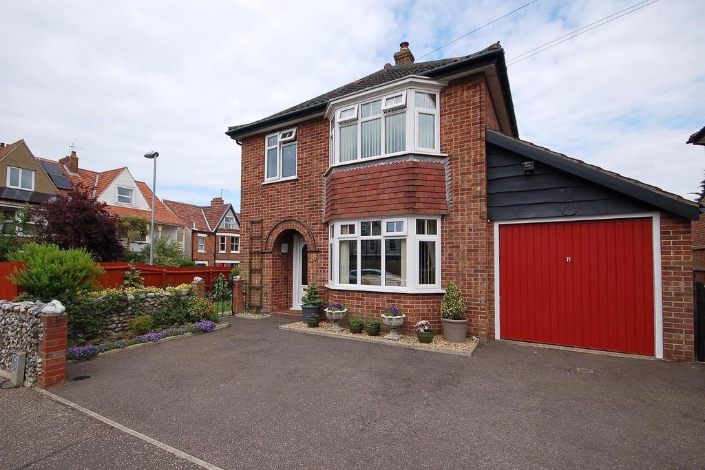 3 Bedrooms Detached House for sale in Garden Road, Sheringham