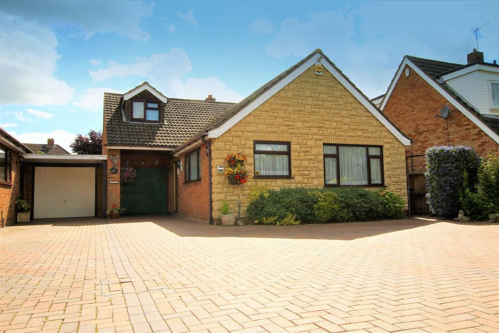 4 Bedrooms Chalet House for sale in Sampshill Road, Westoning, Bedfordshire, MK45 5LF