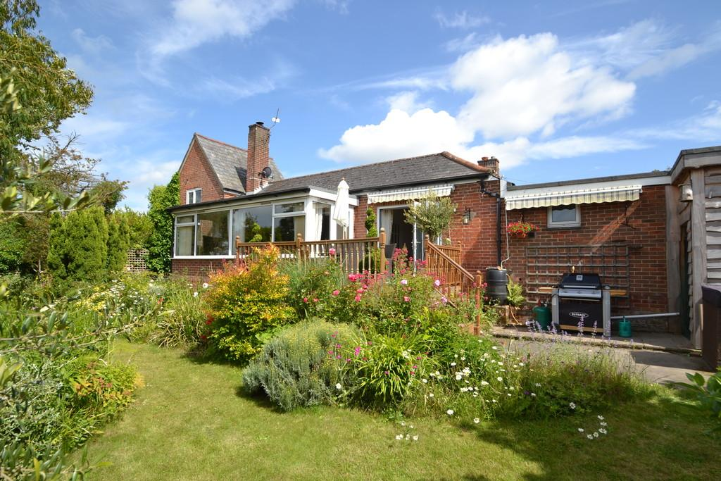 4 Bedrooms Detached Bungalow for sale in Fishbourne Lane, Fishbourne
