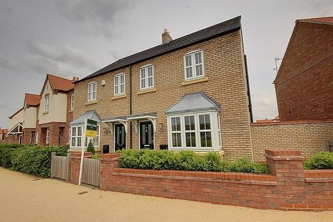 3 bedroom end of terrace house to rent - Shinewater Park, Kingswood
