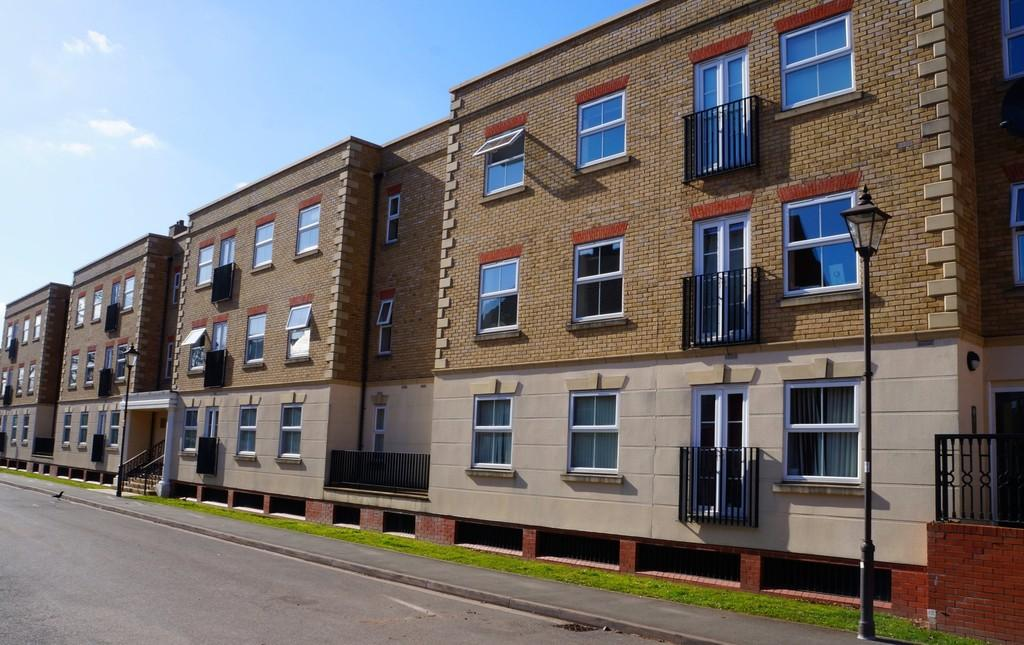2 Bedrooms Apartment Flat for sale in Copperfield Court, Dickens Heath