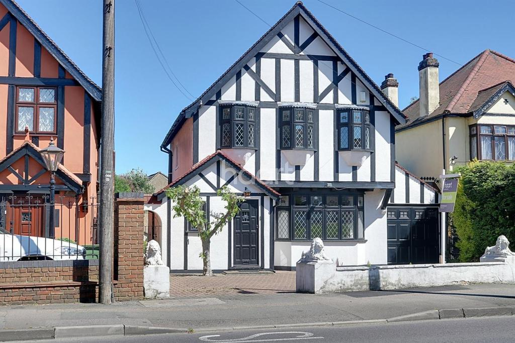 3 Bedrooms Detached House for sale in Hacton Lane, Hornchurch