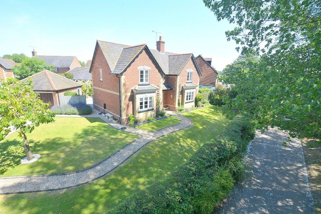 4 Bedrooms Detached House for sale in Old Watery Lane, Lytchett Mins, POOLE
