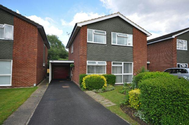 4 Bedrooms Detached House for sale in Chiltern Drive, Twyford, Reading,